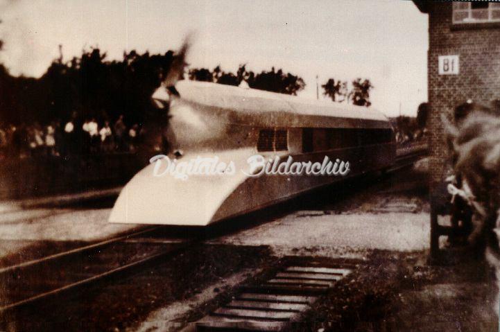 D0101d 0023 - Schienenzeppelin Am 21.061931 fuhr der Schienen-Zepp vormittags durch Bevensen.