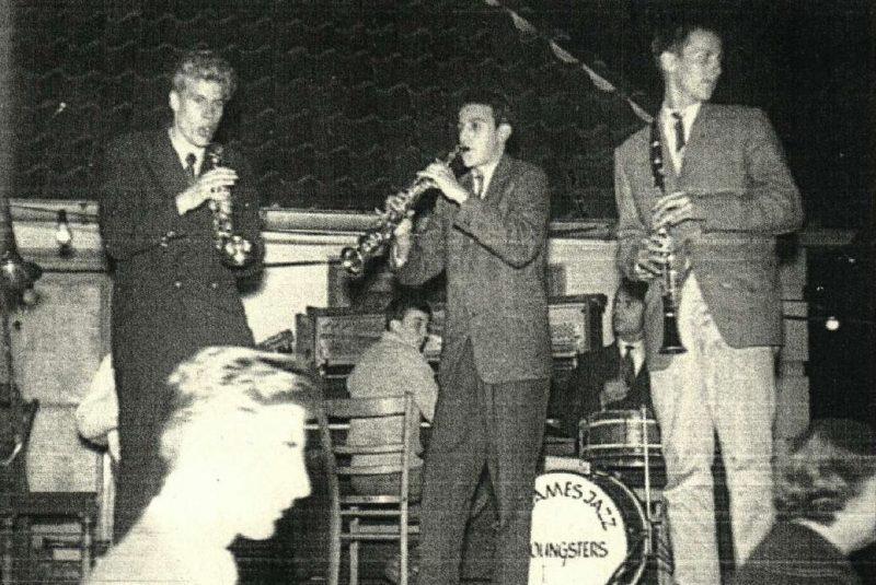 Die St. James Jazz Youngsters spielen im Rosenbad Bevensen, v. L : Norbert Schulze-Ballenthin (tb) (verdeckt), Helmut Fuchs (tp), Wolfgang Kunert (p), Peter Kunert (ss), Heinrich Bergel (dr), Kai von Döring (cl)